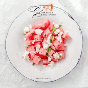 salata-de-pepene-rosu-cu-branza-feta-menta