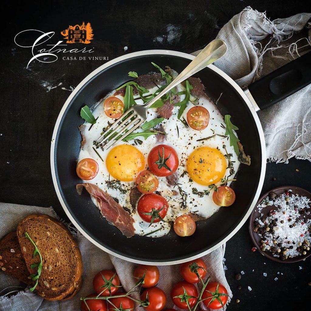mic-dejun-cu-oua-bacon-si-rosii-361x240