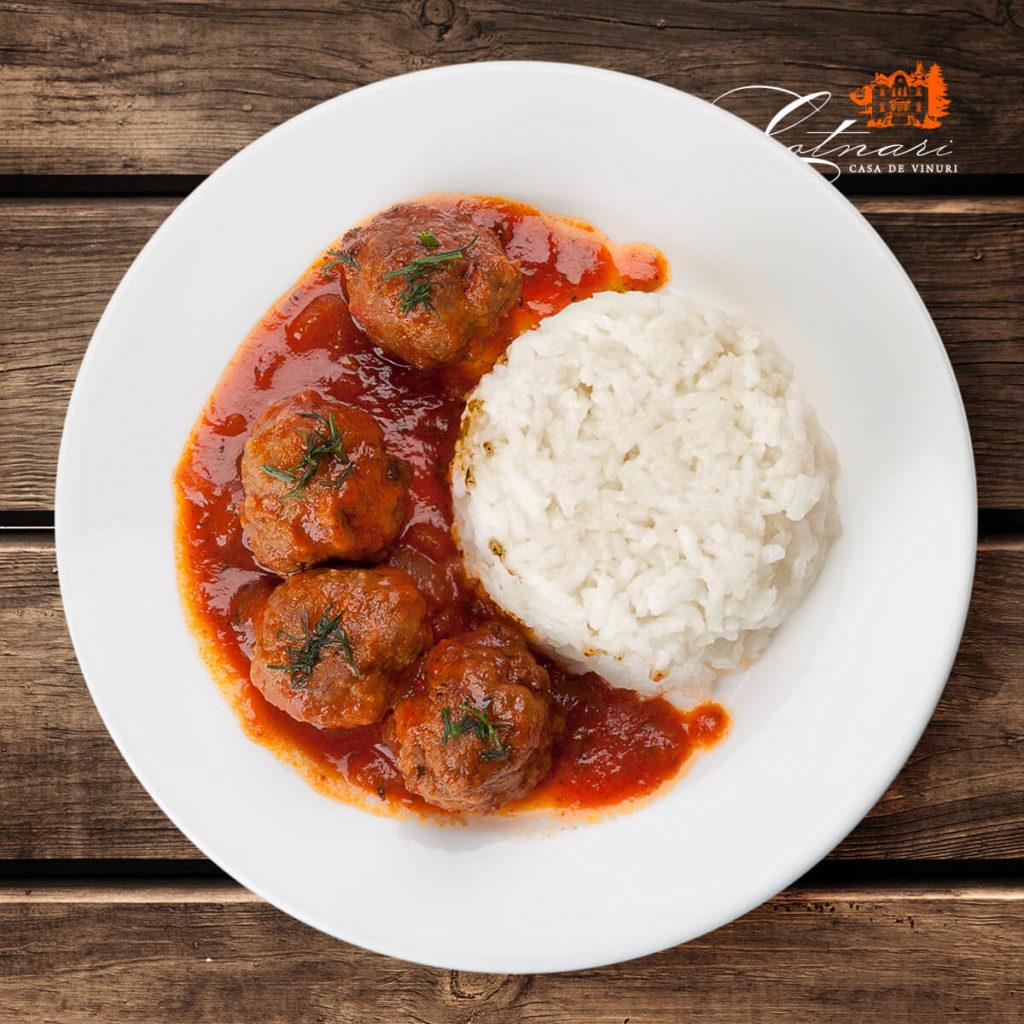 chiftele-cu-sos-de-rosii-si-orez-1
